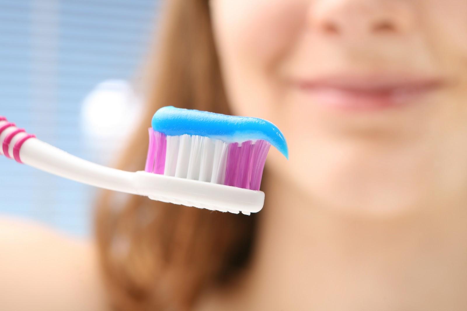 استخدامات كثيره لمعجون الاسنان للحصول على وجه منعش وحيوي