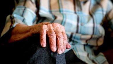 صورة الشلل الرعاش الاكثر شيوعا بين كبار السن تعرف علي اسباب الاصابه به وكيفيه الوقايه منه