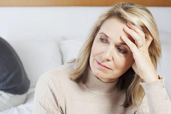تعرف علي اعراض انقطاع الطمث لدي السيدات وكيفية التخلص من اعراض سن اليأس