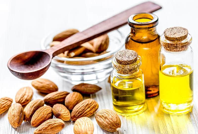 اليكِ أهم فوائد زيت اللوز الحلو لترطيب وتنعيم واصلاح الشعر التالف