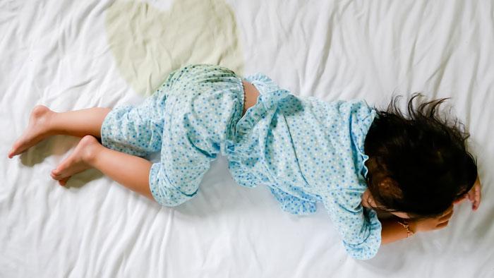 التبول اللاارادي عند الاطفال اسبابه وطرق علاجه وكيفية التعامل معه