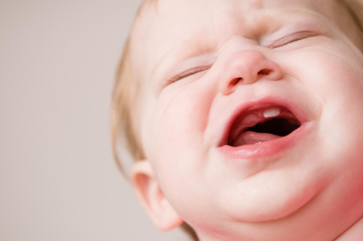 كيفية التعامل مع اعراض تسنين الاطفال الرضع وأفضل طريقة للتخفيف من آلامه