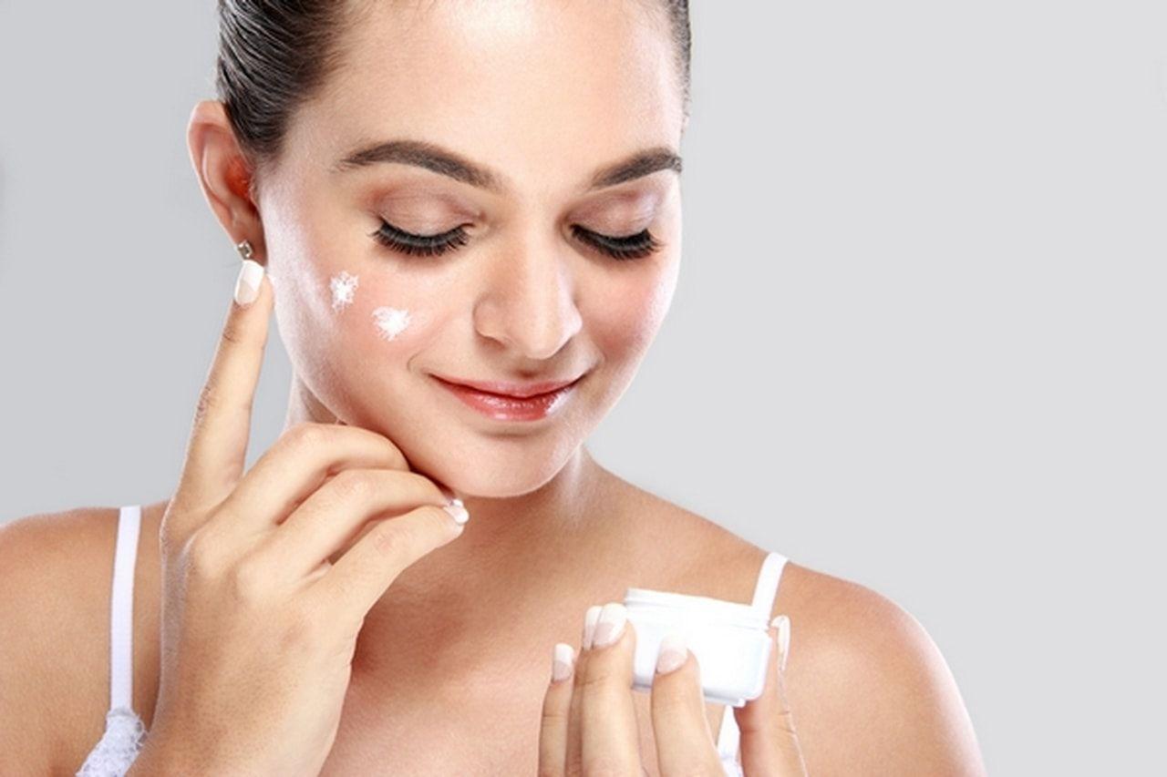 افضل مرطب للعناية بالبشرة من الجفاف والتشققات وترطيب ونعومة الجلد