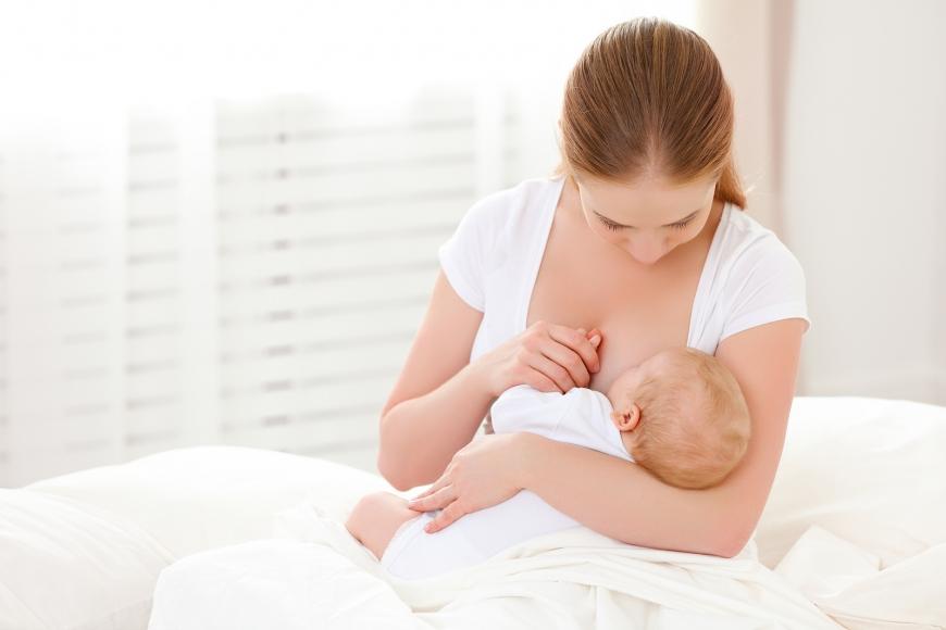 التخلص من تشققات الثدي أثناء الرضاعة الطبيعية وأفضل الطرق الطبيعية للحد من الآلام