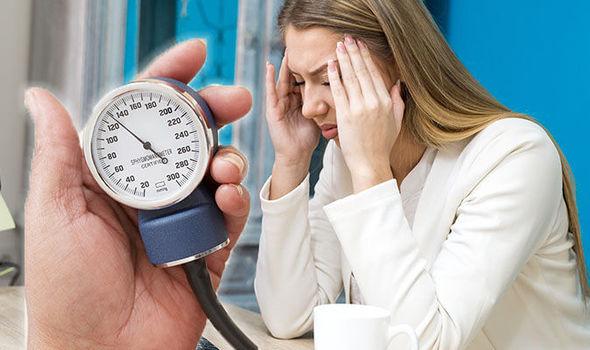 اعراض انخفاض ضغط الدم وطرق الوقايه منه