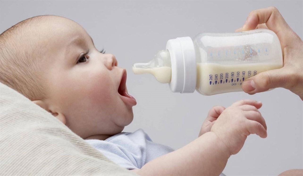 فوائد الحليب الصناعى للطفال واشهر انواعه