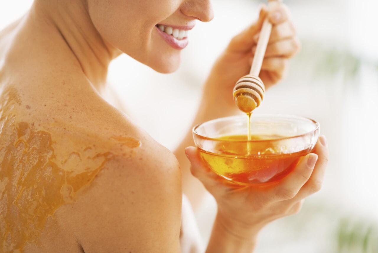 فوائد العسل الابيض للبشرة والجسم وافضل الوصفات الطبيعية