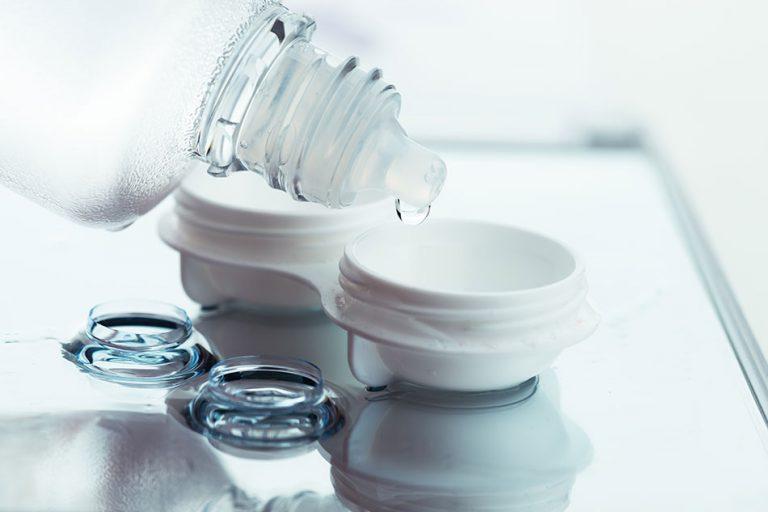 افضل انواع محلول حفظ العدسات اللاصقة وطرق تعقيم العدسات والاحتفاظ بها