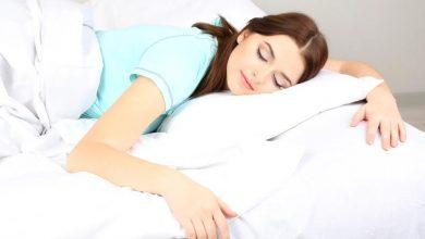 اضرار النوم علي البطن وما هي افضل الطرق الصحيحة للنوم