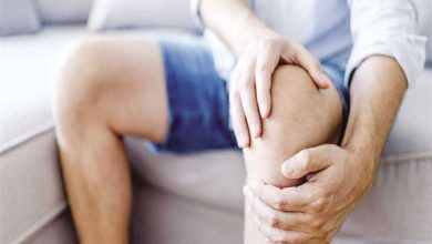 علاج الم الركبه وطرق علاجها بالجراحه وافضل الوصفات الطبيعيه المنزليه للتخلص من الالم