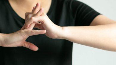 اضرار طقطقه الاصابع و اهم النصائح للتوقف عن هذه العاده