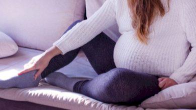 تورم القدمين للحامل اثناء فترة الحمل اسبابها وطرق علاجها طبيعياً
