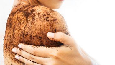 تقشير الجسم بالوصفات الطبيعية والخلطات المنزلية للحصول علي جسم ناعم رطب