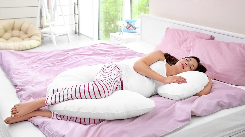 افضل وضعية للنوم في الشهور الاولي من الحمل واهم النصائح للمرأة الحامل