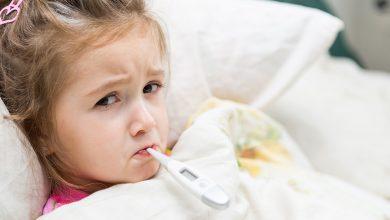 التعامل مع ارتفاع درجة الحرارة عند الاطفال واسباب ارتفاع درجة الحرارة المتكرر