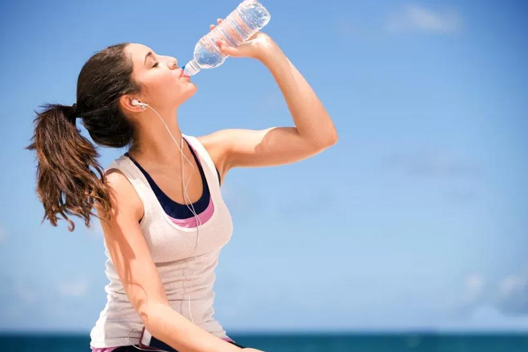 فوائد شرب الماء على الجسم و البشره و اهم النصائح لشرب المياه بكميات كافيه